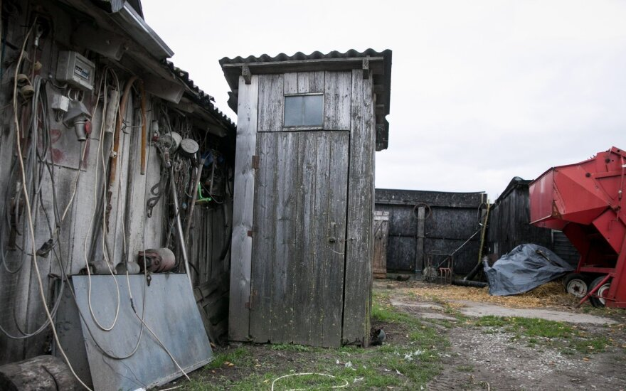 Lauko tualetų gėda: gresia baudos, o laiko vis mažiau