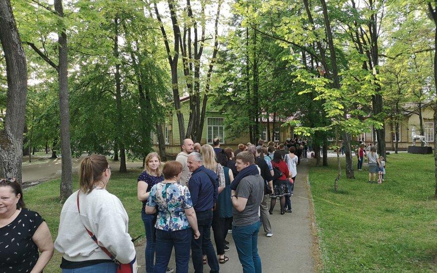 Žmonių vikšras užkimšo parodą Vilniaus Sapiegų parke: nepagailėjo pagyrų organizatoriams