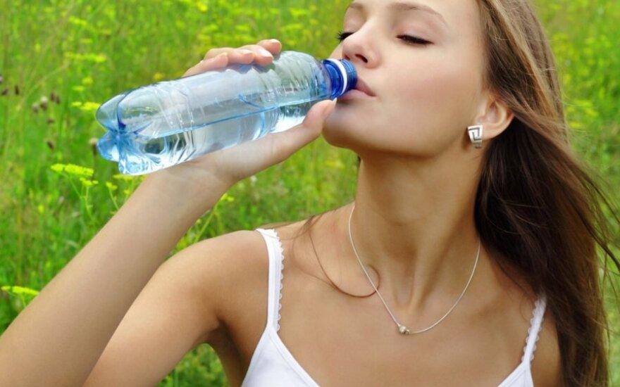 Kaip įprasti gerti daugiau vandens