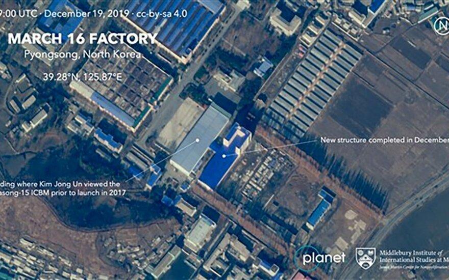 Su Šiaurės Korėjos raketų programa susijusiame komplekse vyksta statybos