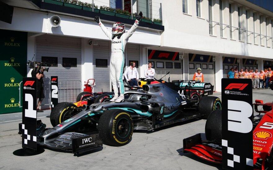 Likus vos trims ratams iki finišo Hamiltonas aplenkė Verstappeną