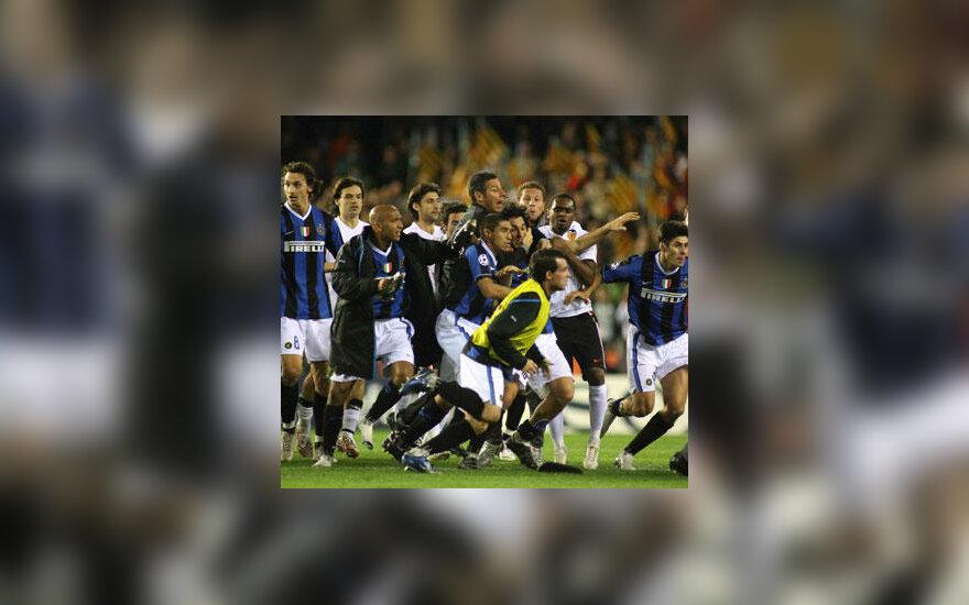 """Milano """"Inter"""" ir """"Valencia"""" futbolininkai po rungtynių susimušė"""