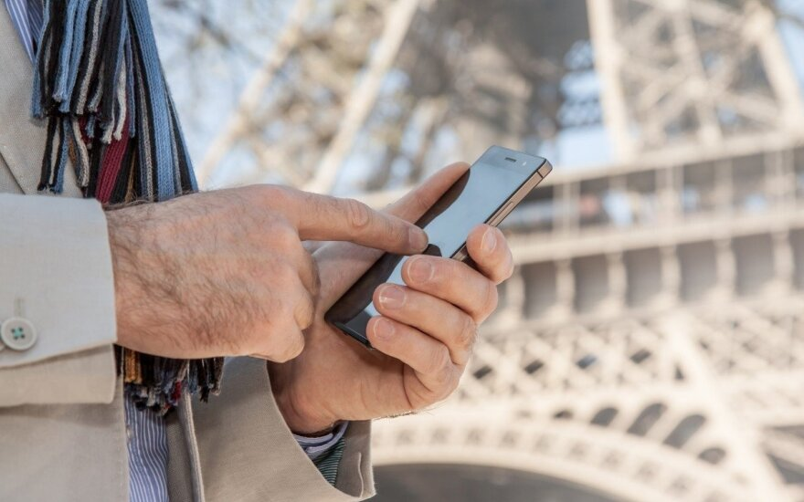 European Union to abolish mobile phone roaming fees