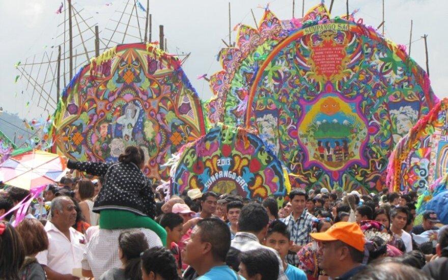 Nuotykiai Centrinėje Amerikoje: mega aitvarų varžybos Gvatemaloje