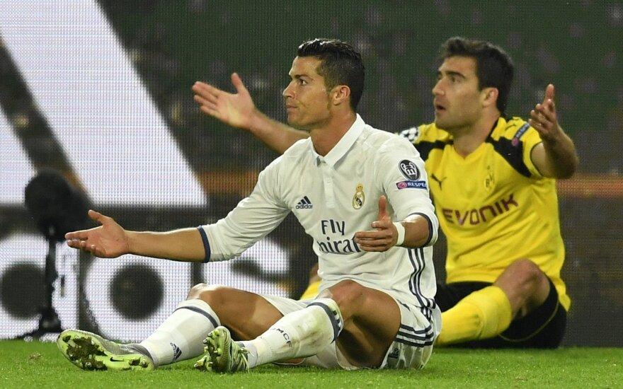 Cristiano Ronaldo ir Sokratis Papastathopoulosas
