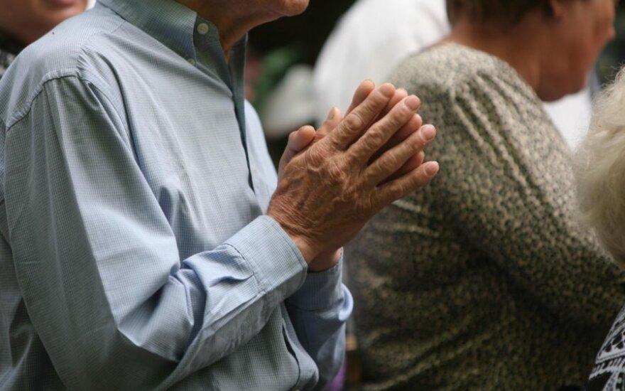 65 m. vyras įsisūnijo savo 73 m. partnerį: sveikinu, turite berniuką