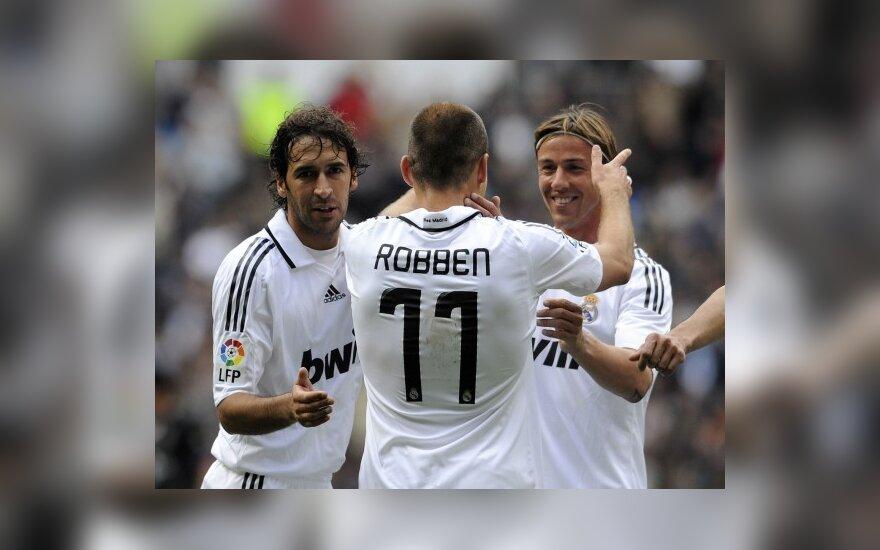 """Raulis, Arjenas Robbenas ir Guti (""""Real"""") džiaugiasi įvarčiu"""