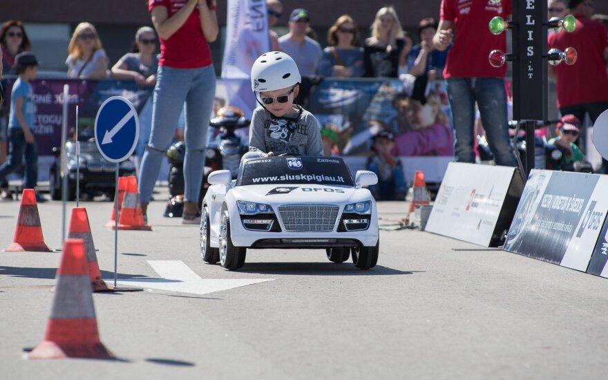 Elektromobilių vaikų lenktynės