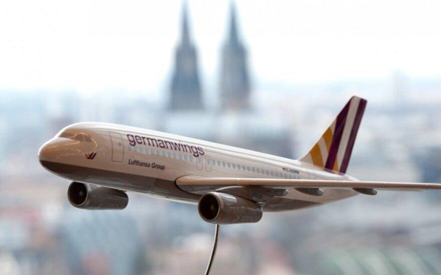 """Pilotas apie """"Germanwings"""" katastrofą: pilotų kabinoje visada turi būti du žmonės"""