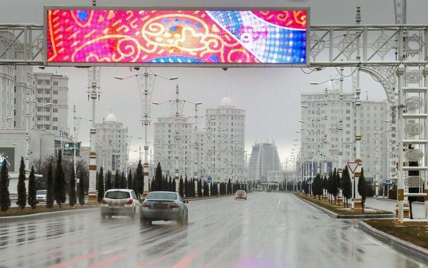 Automobiliai Ašchabade (asociatyvi nuotr.)