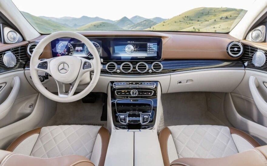 Šiuolaikiniai automobiliai prikimšti modernių technologijų
