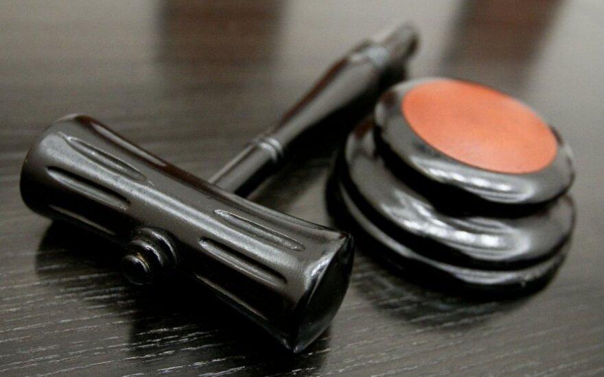 Teismas: klaipėdiečiai nacistinių svastikų nedemonstravo