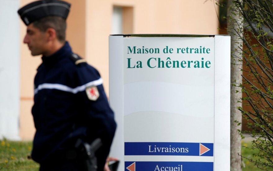Prancūzijos senelių namuose dėl įtariamo apsinuodijimo maistu mirė penki žmonės
