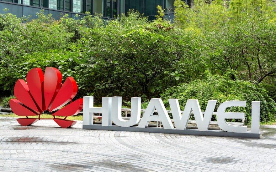 """Čekija saugumo sumetimais pašalino """"Huawei"""" iš viešųjų pirkimų konkurso"""
