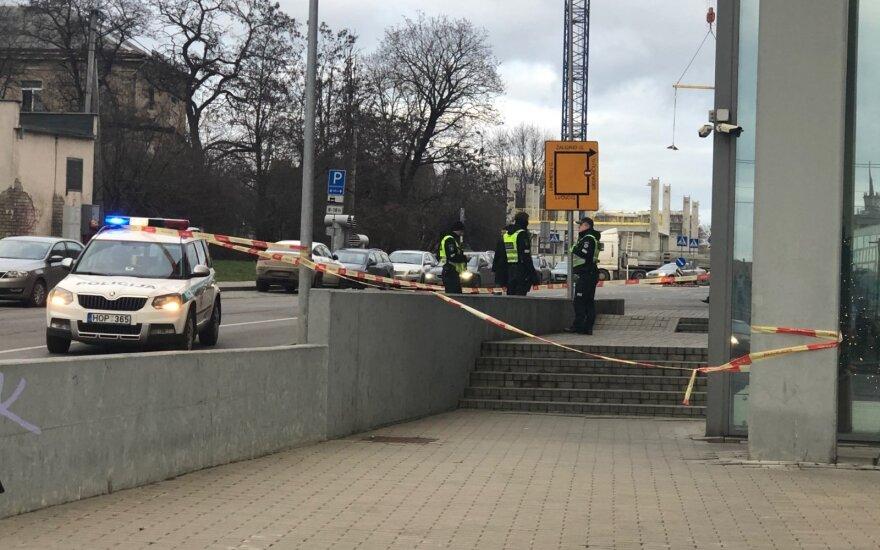 Nelaimė Vilniaus centre: Konstitucijos pr. iš dangoraižio iškrito vyras