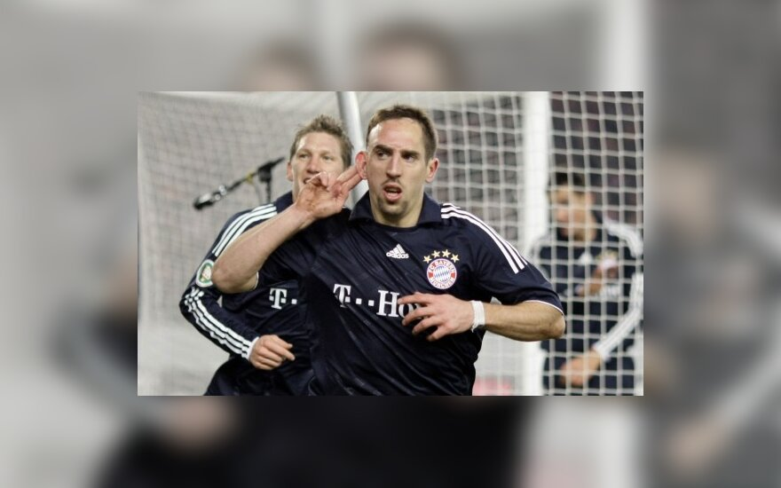 """""""Bayern"""" vadovai už 50 milijonų eurų parduotų tik vieną F.Ribery koją"""