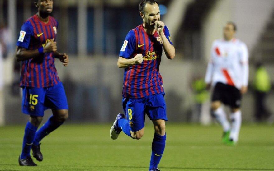 """Andresas Iniesta džiaugiasi įvarčiu į """"Hospitalitet"""" ekipos vartus"""