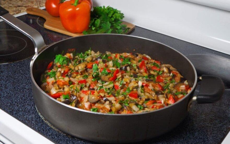 Paprikų, morkų ir pomidorų troškinys