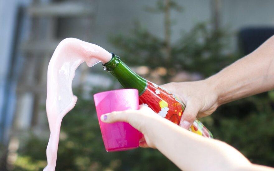 Lietuvoje įsigalioja draudimas prekiauti vaikišku šampanu