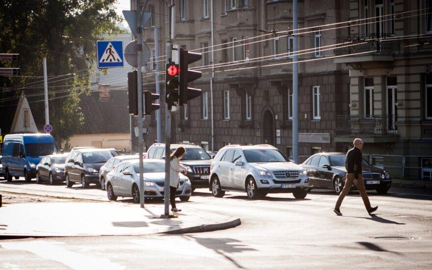 Artėja chaotiškas metas: ką svarbiausia žinoti, kai miestų gatves užplūsta studentai