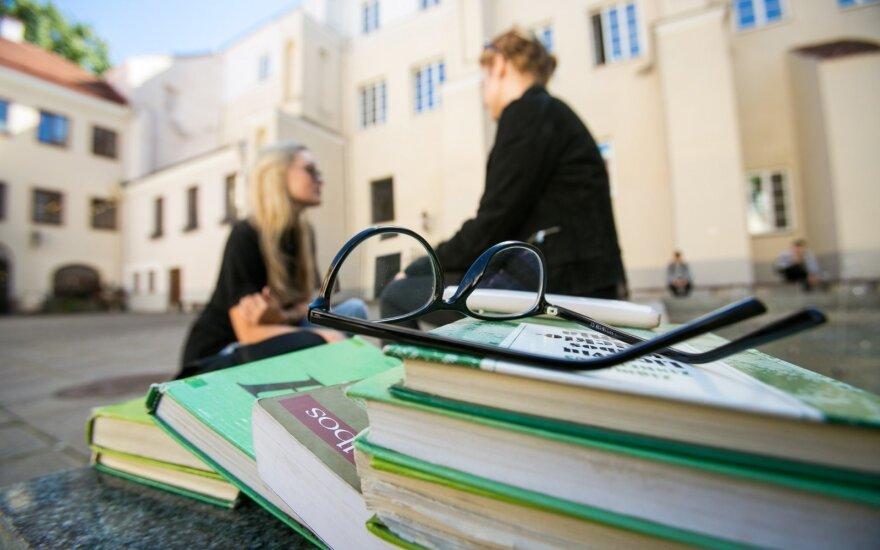 Paviešinta, kiek uždirba studijuojantys ir baigę skirtingus mokslus Lietuvoje