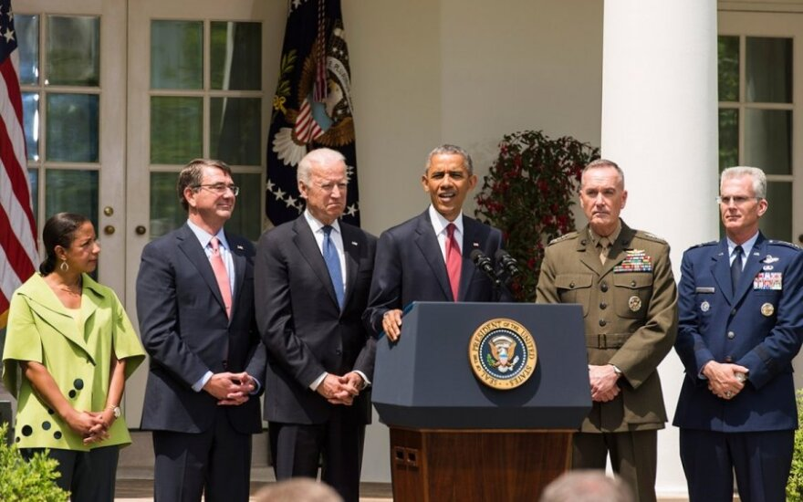FLTR National Security Advisor Susan Rice, Secretary of Defense, Ash Carter, VP Joe Biden, President Obama, General Joe Dunford and General Paul Selva Photo Ludo Segers