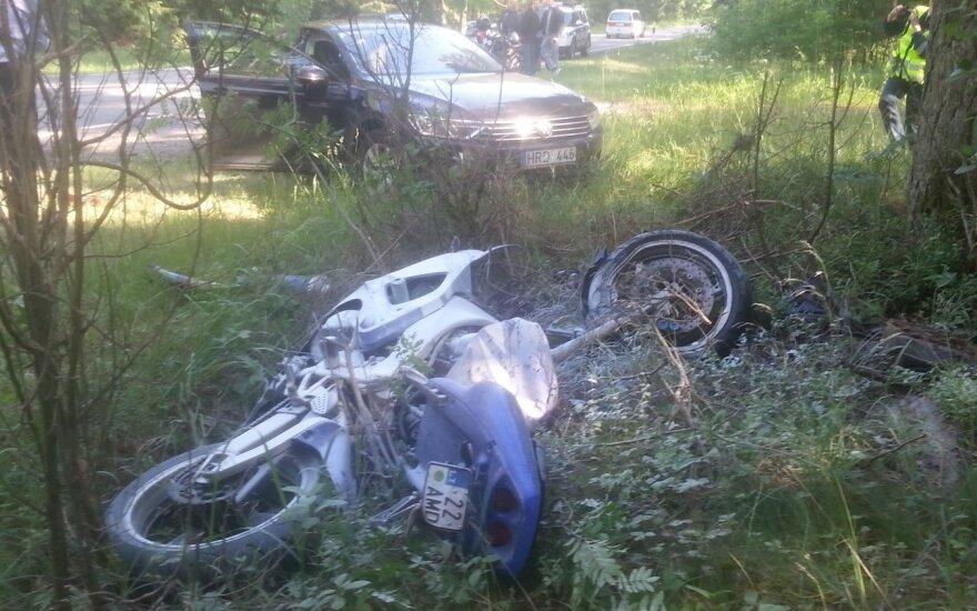 Labai sunkiai sužalotas į baikerių renginį Šventojoje važiavęs motociklininkas