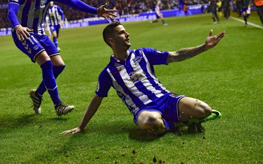 """Vitorijos """"Alaves"""" futbolininkai džiaugiasi"""