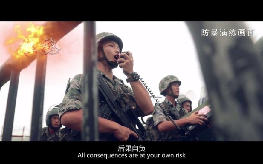 Kinijos armija paskelbė reklaminį klipą savo kariams Honkonge