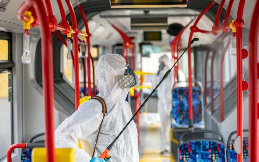 Vilnius aktyvina viešojo transporto dezinfekciją, keičiami tvarkaraščiai