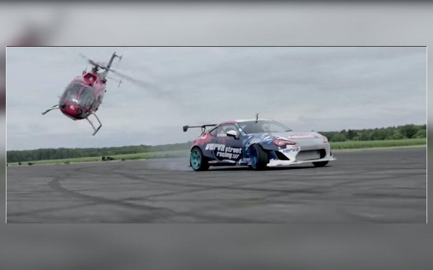Nufilmavo neįtikėtiną triuką: kraują stingdantis šonaslydis sraigtasparniu