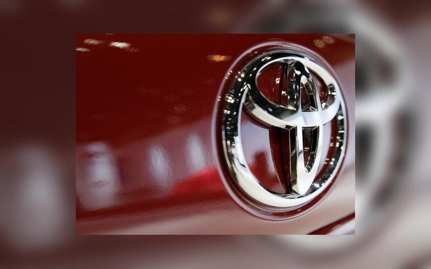 """""""Toyota"""" atšaukia dar pusę milijono automobilių"""