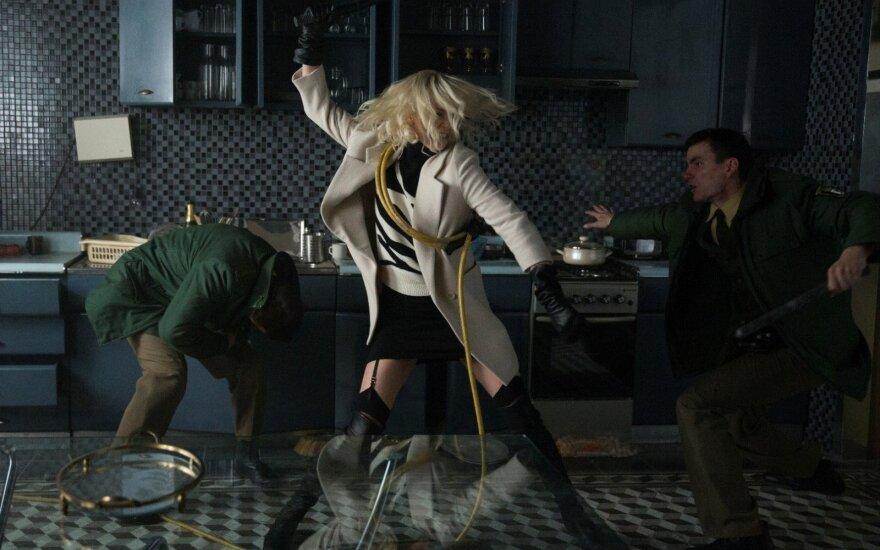 """Charlize Theron, kadras iš filmo """"Atominė blondinė"""""""