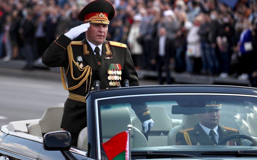 Baltarusijoje į Pergalės dienos minėjimą susirinko minios žmonių