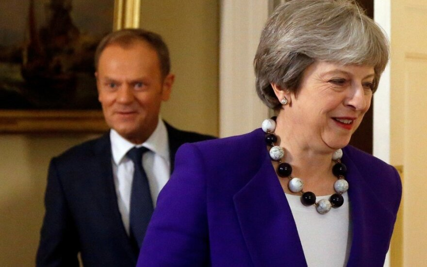 Theresa May, Donaldas Tuskas
