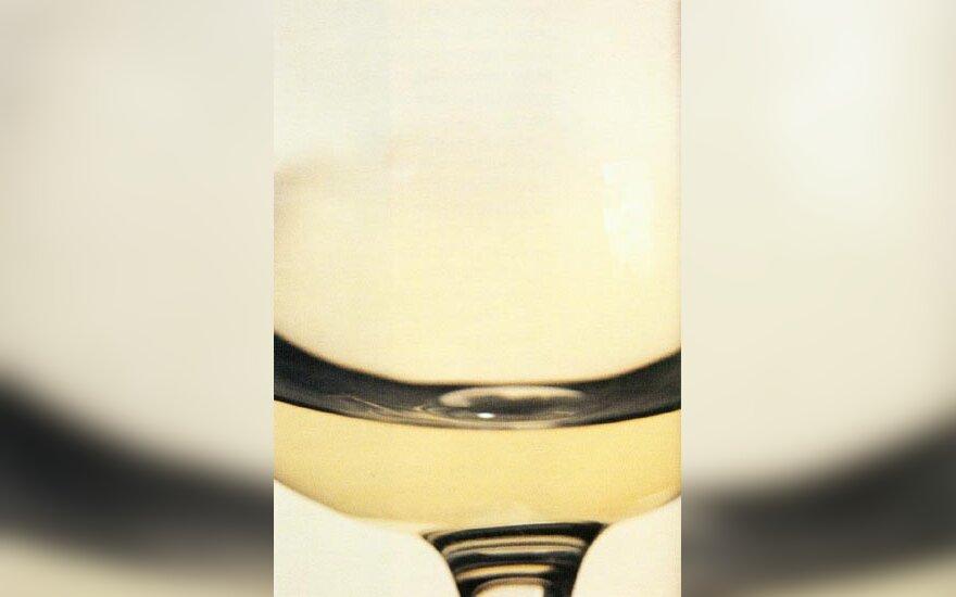 Sauvignon Blanc vynas, turintis sodresnę šiaudų spalvą