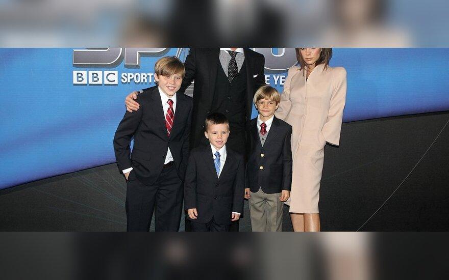 Davidas ir Victoria Beckhamai su vaikais (iš kairės) Brooklynu, Cruzu ir Romeo