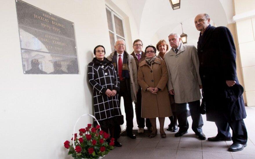 Vilniaus universitete atidengtos paminklinės lentos trims buvusiems rektoriams