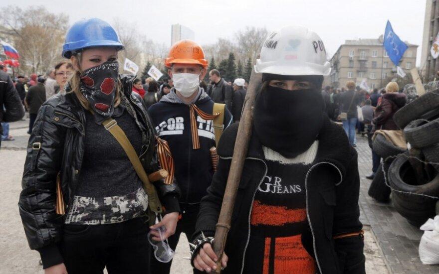 Ukraina: kyla barikados, separatistai trauktis neketina