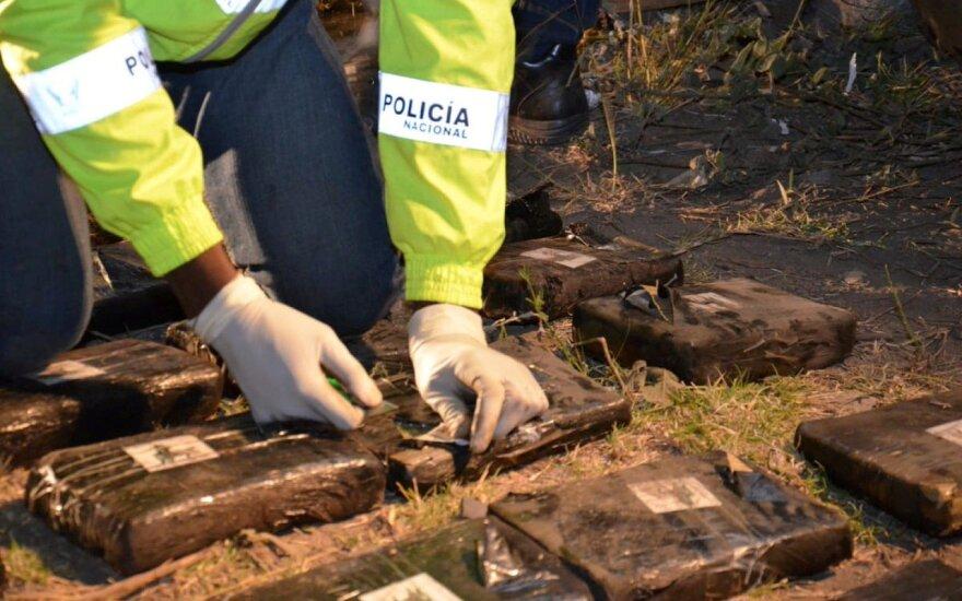 """Ekvadore sudužusiame autobuse iš Kolumbijos policija rado """"pusę tonos"""" marihuanos"""