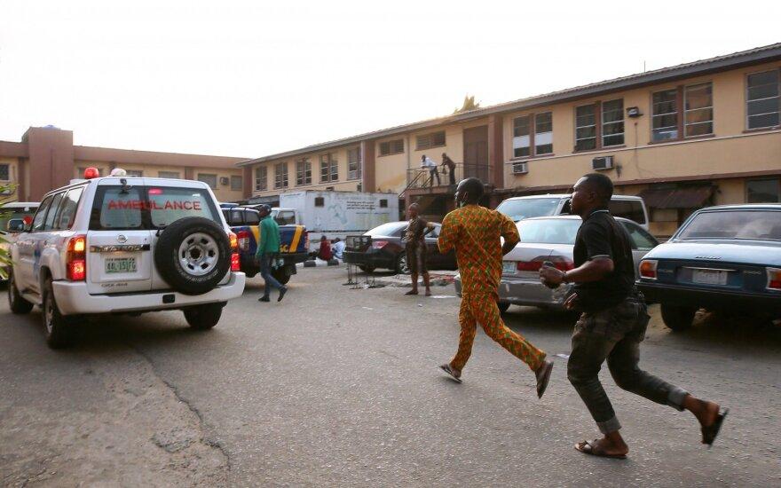 Nigerijoje sprogus benzinvežiui žuvo 12 žmonių