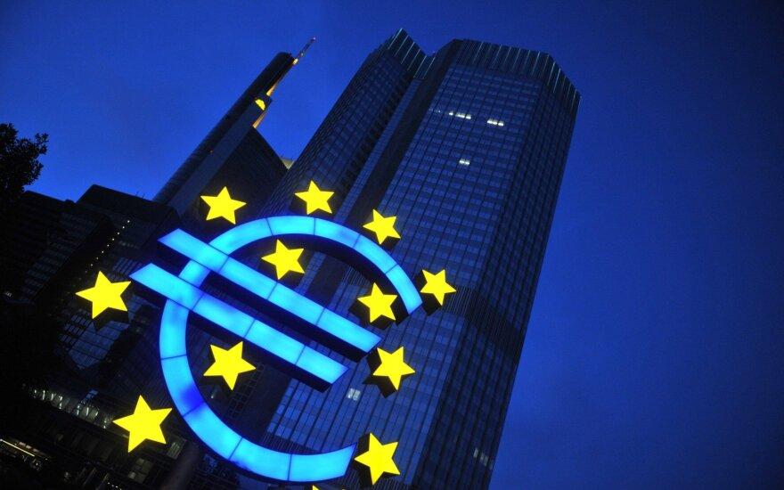 ECB sprendimai: iki 2020-ųjų nekeis palūkanų normų, teiks pigias paskolas bankams