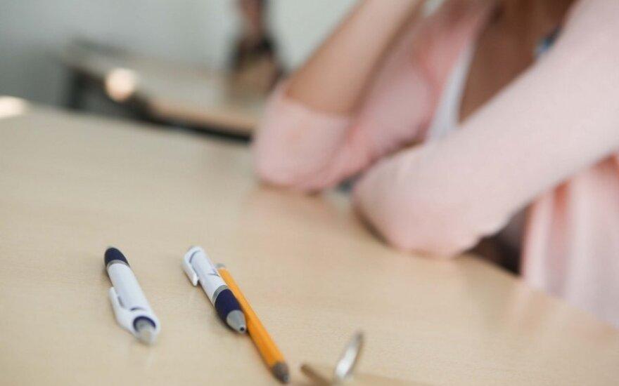 Valstybinis chemijos egzaminas pakėlė abiturientams nuotaiką