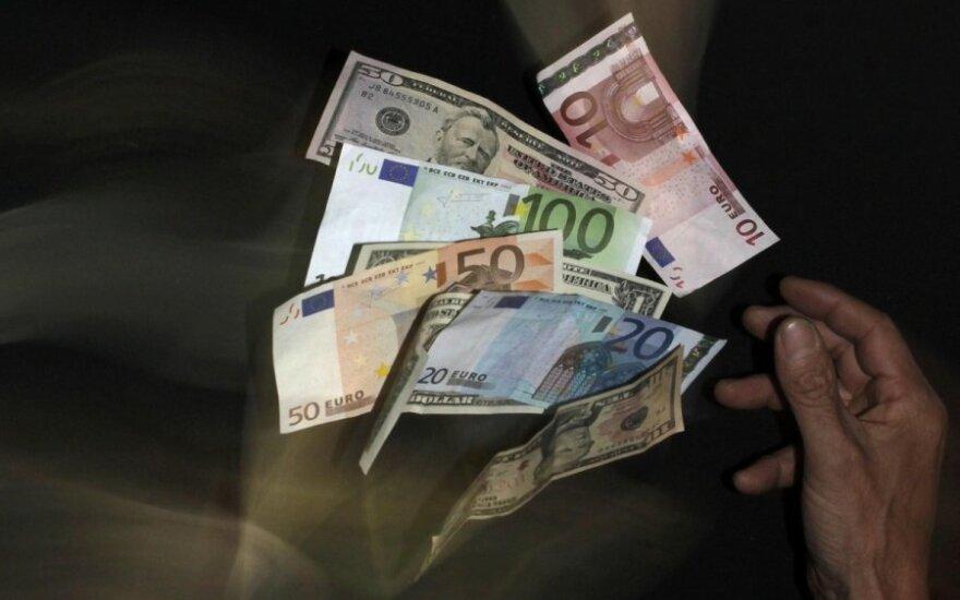 Analitikai: rinkoje pradedama kalbėti apie valiutų karus