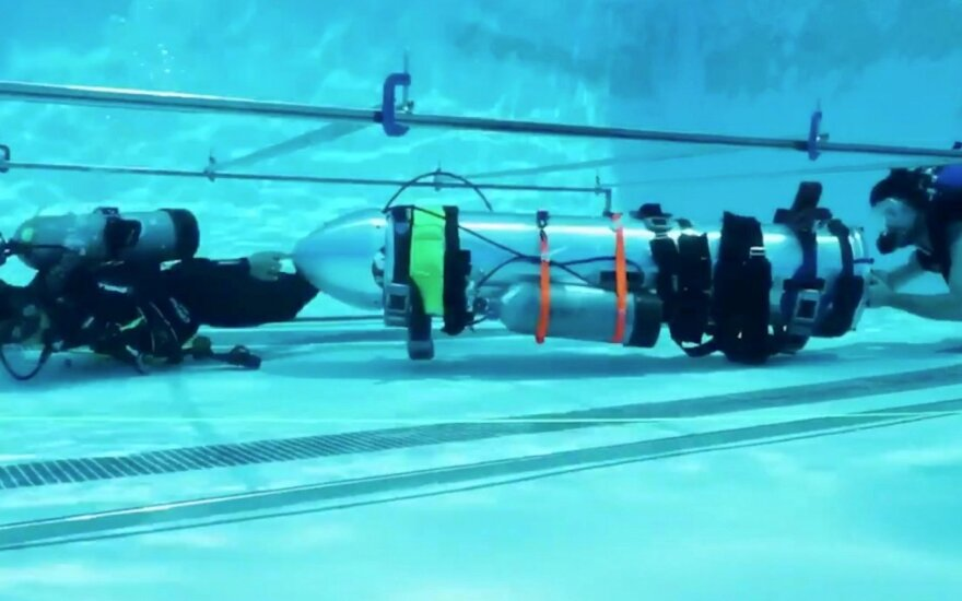 """""""SpaceX"""" išbandė vaiko dydžio povandeninį laivą"""