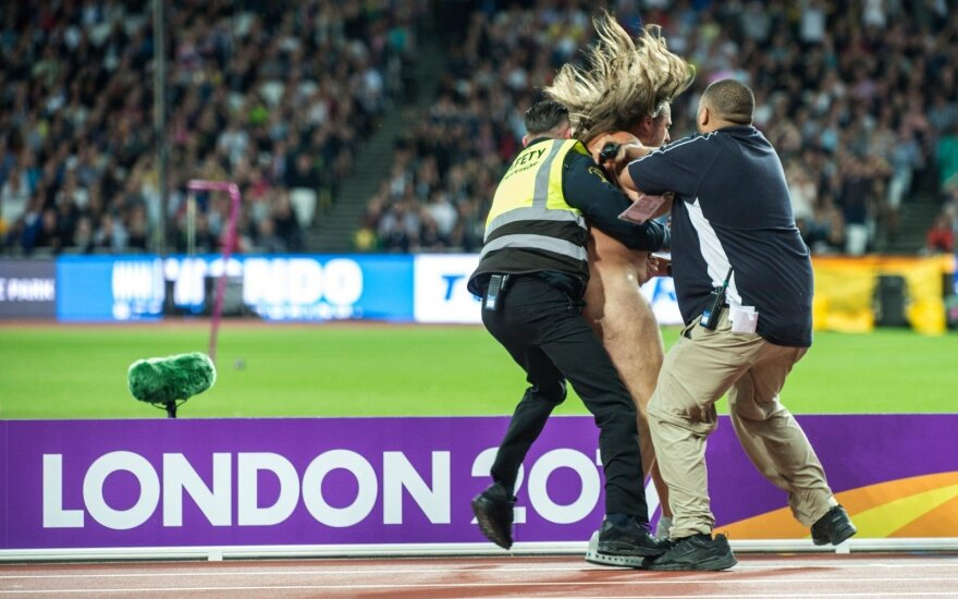 Nuogalius sutrikdė stadiono ramybę prieš 100 m sprinto finalą