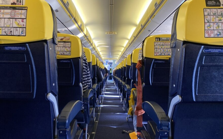 Kodėl nusileidus lėktuvui ne iš karto išlaipina keleivius?