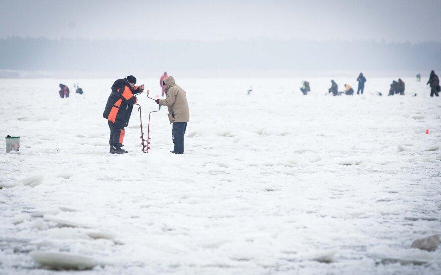 Perspėjimas žvejams: žvejybą ant Kuršių marių teks atidėti