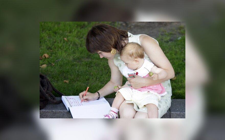 Europarlamentarai nesutaria dėl motinystės atostogų ilginimo