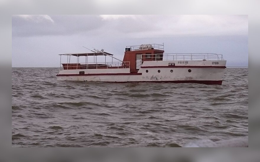 Rusai atgavo į Lietuvą ledonešio atplukdytą laivą